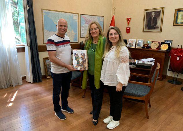 Gürcü Çocuklar Karagöz ile Tanıştı.
