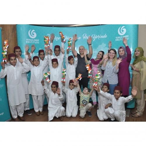 23 Nisan'ı Pakistan'lı Çocuklar Karagöz İle Kutladı. ( Nisan 2019 )